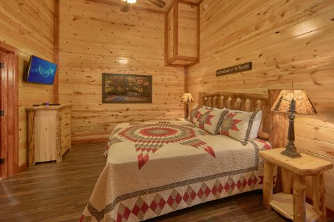 Indoor Pool Cabin with 5 King Beds Sleeps 14 - Family Fun Pool Lodge 2