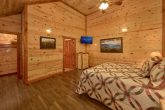 Comfortable 6 Bedroom Cabin with 5 Master Suites