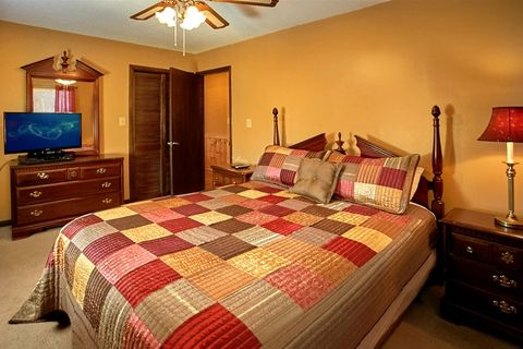 Cabin with 5 queen beds - Family Gathering