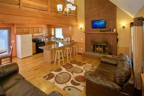 Cabin with Fully Furnished Living Room and WIFI - Family Getaway