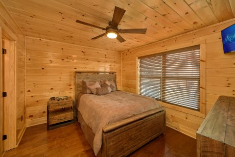 Luxury Queen Suite in 2 Bedroom Cabin - Fifty Mile View