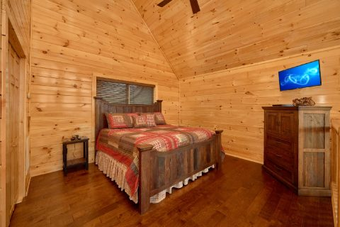 King Master Suite in Open Loft - Fifty Mile View