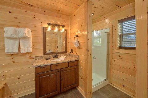2 Bedroom Cabin with Walk in Shower - Fifty Mile View