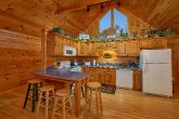 Gatlinburg 2 bedroom cabin with full kitchen