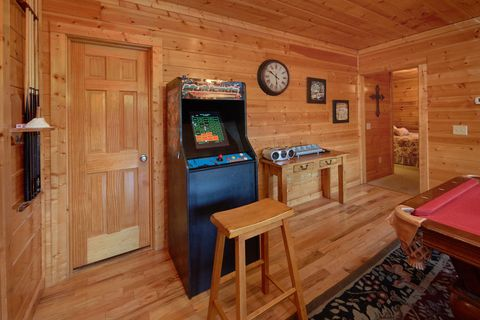 4 Bedroom Cabin with Pool Table and Arcade - Fleur De Lis