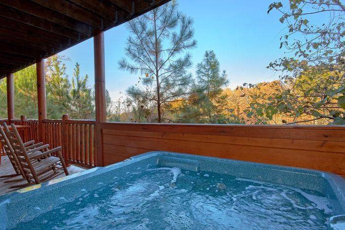 Luxury 4 bedroom cabin with Hot tub and Views - Fleur De Lis
