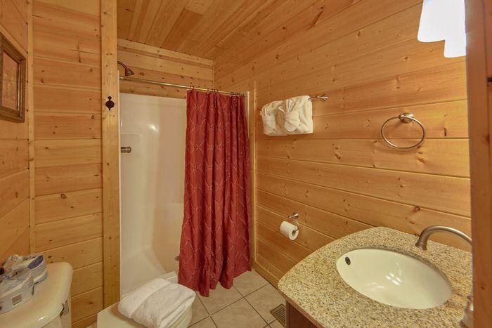 Premium Cabi with 4 King Beds and 3 bathrooms - Fleur De Lis