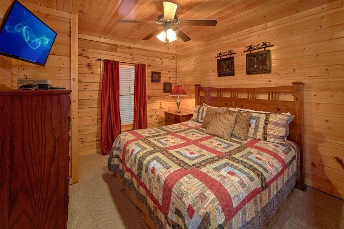4 Bedroom Cabin rental with 4 Master Bedrooms - Fleur De Lis