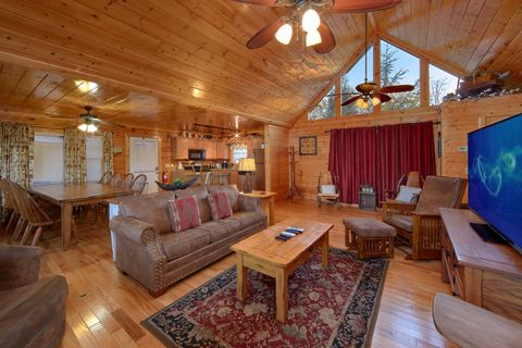 4 Bedroom cabin with spacious living room - Fleur De Lis