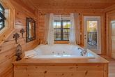4 Bedroom Cabin with a Master Suite and Jacuzzi
