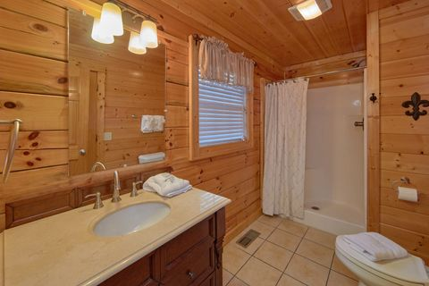 Premium cabin with Private Master Bathroom - Fleur De Lis