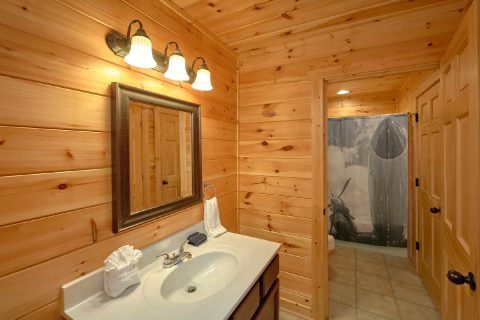 Private Bathroom in King Master bedroom - Flying Bear