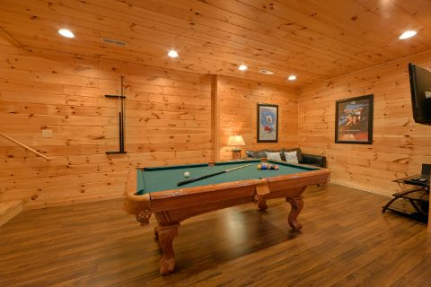 Luxury Cabin with Game room and Pool Table - Flying Bear