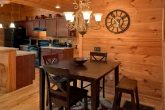Luxury Cabin with Dining Room and Full Kitchen