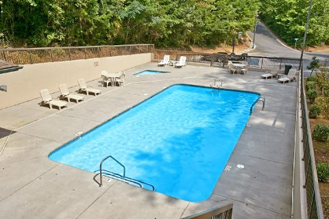 Resort Pool 2 Bedroom Cabin Sleeps 4 - Foxes Den
