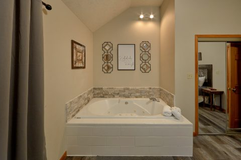 2 Bedroom Cabin Master Suite Jacuzzi Tub - Foxes Den