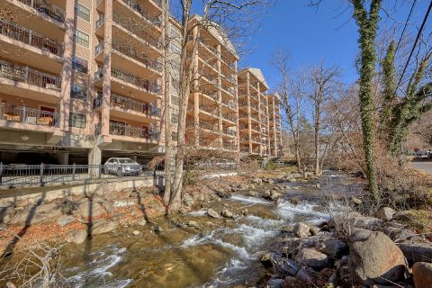 Gatehouse Condos on the stream in Gatlinburg - Gatehouse 505