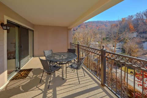 Condo with private balcony overlooking a creek - Gatehouse 505