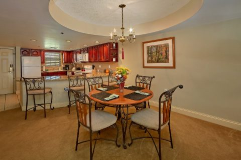 2 bedroom condo with Dining area for 6 guests - Gatehouse 505