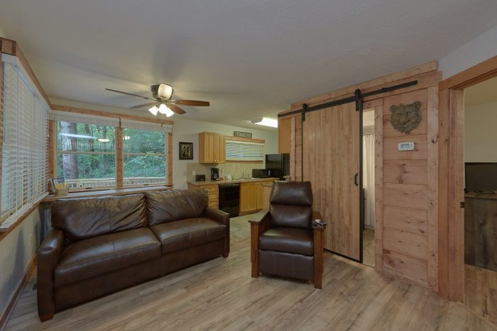 2 Bedroom Cabin Sleeps 4 Gatlinburg - Gatlinburg Creekside Haven
