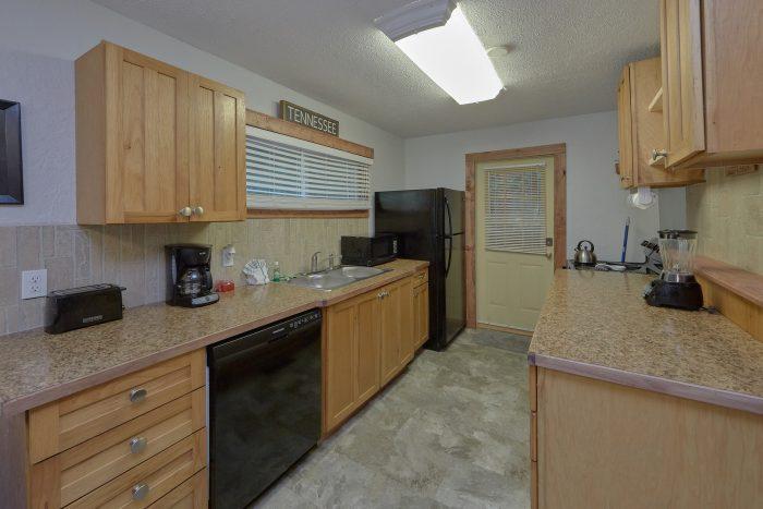 Updated 2 Bedroom Cabin Sleeps 4 - Gatlinburg Creekside Haven