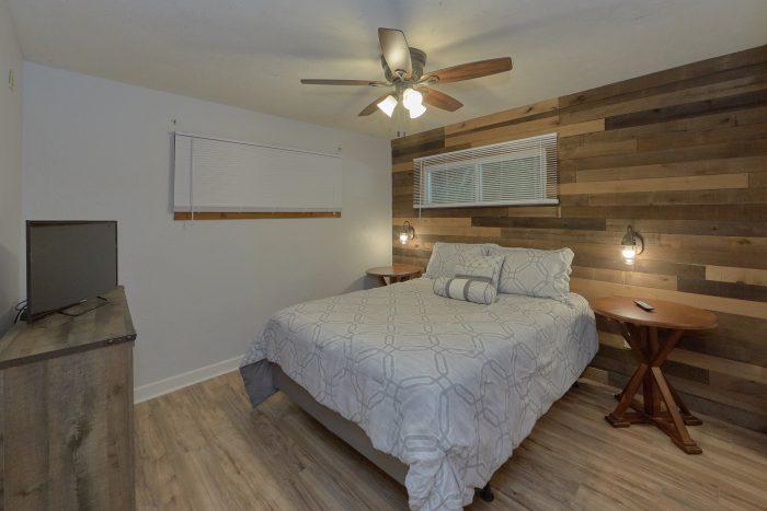 Main Floor King Bedroom - Gatlinburg Creekside Haven