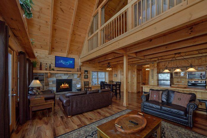 3 Bedroom Cabin with Bar seating and Kitchen - Gatlinburg Splash