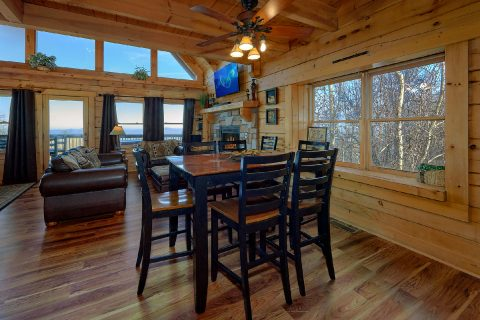 Luxury Cabin with Dining Room and Bar Seating - Gatlinburg Splash