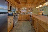 Beautiful 3 Bedroom Cabin sleeps 8 in Gatlinburg