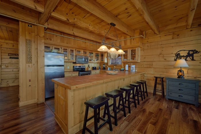 Luxury Cabin with Private King Suite and Jacuzzi - Gatlinburg Splash