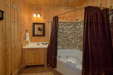 Premium Cabin with Luxurious Bathrooms - Gatlinburg Splash