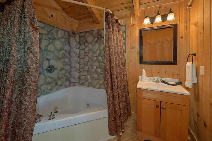 Cabin with Pool Table, Arcade Game and Game Room - Gatlinburg Splash