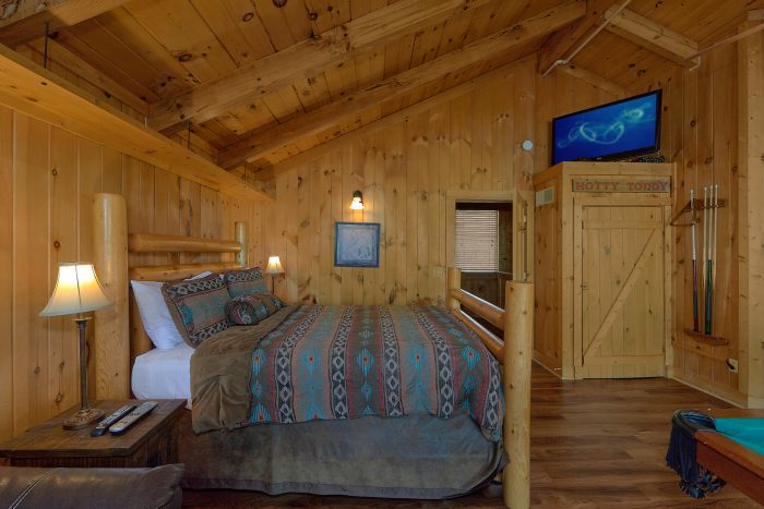 Cabin with Private Indoor Pool and Game Room - Gatlinburg Splash