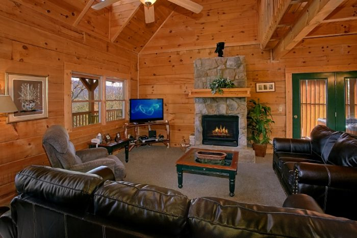 Spacious 3 Bedroom Cabin Sleeps 10 in Gatlinburg - Gatlinburg Views