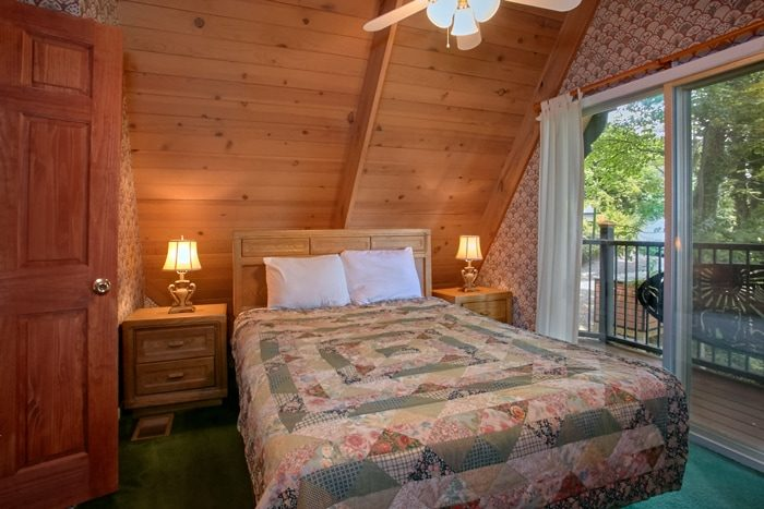 Cabin with Queen Bedroom and Private Balcony - Grand Pinnacle