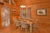 Large Spacious Dining Room 3 Bedroom Cabin