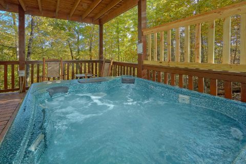Private Hot Tub 3 Bedroom Cabin in Gatlinburg - Gray Fox Den