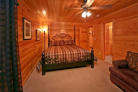 Cabin with King bed suite and sleeper sofa - Great Aspirations