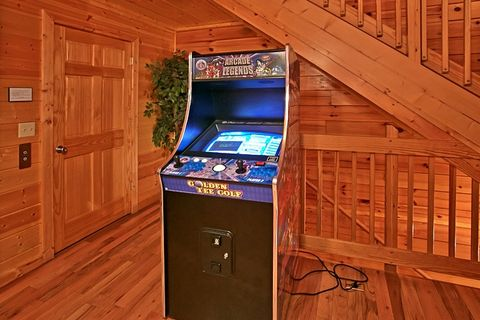 8 Bedroom Cabin with multi game arcade - Great Aspirations
