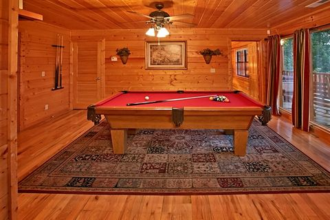 Cabin with pool table and resort pool - Great Aspirations