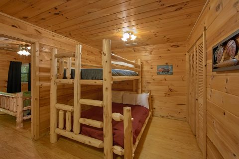 2 Bedroom Cabin with Bunk Beds - Grin N Bear It