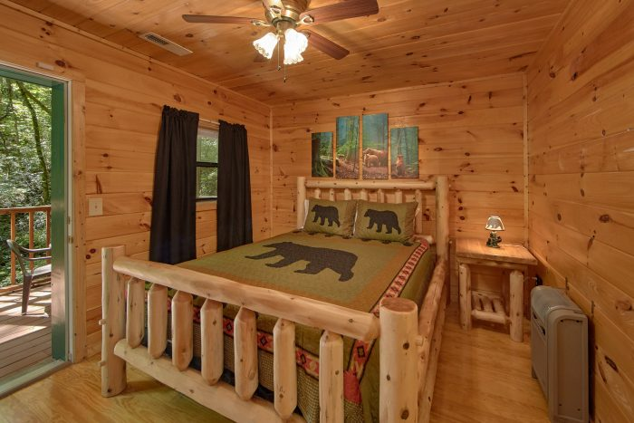 2 Bedroom Cabin with a Queen Bed - Grin N Bear It
