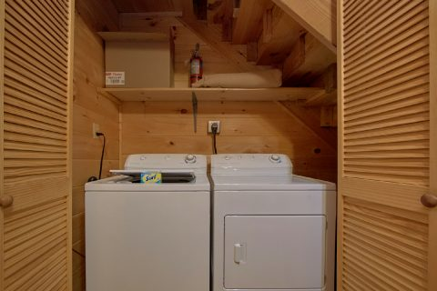 2 Bedroom Cabin with a Full-Size Washer & Dryer - Grin N Bear It