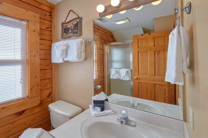 2 Bedroom 2 & 1/2 Bath Cabin in Big Bear Resort - Growly Bear