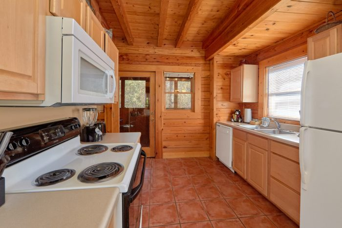 Extra Kitchen and Living Area 2 Bedroom Cabin - Growly Bear