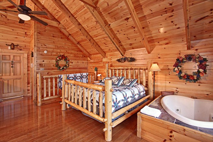 Honey Moon Cabin with King Suite in the Smokies - Hanky Panky