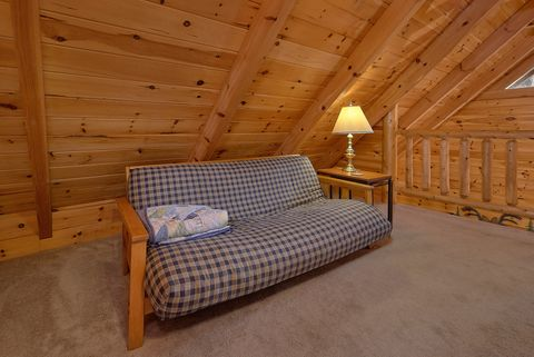 Honeymoon Cabin with Game Room Sleeps 4 - Happily Ever After