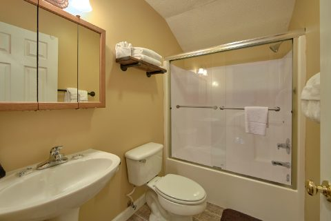 Resort Cabin with Private Master Bath and shower - Happy Trails