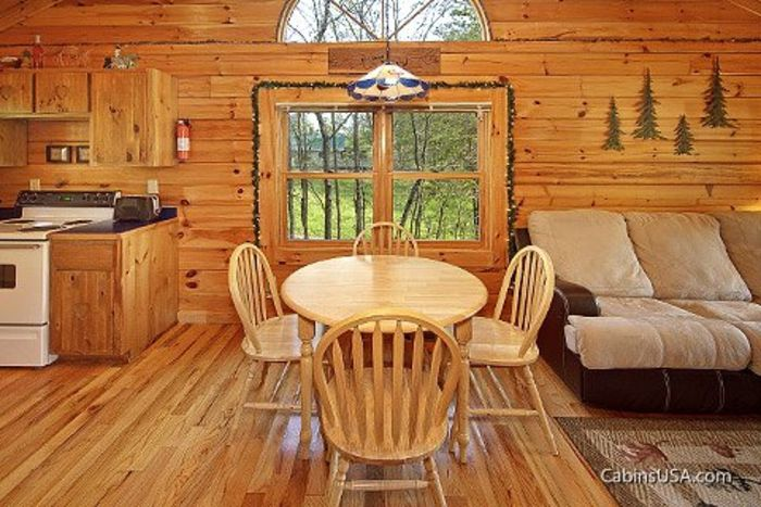 Honey Moon Cabin with Dining Room Table - Heart to Heart
