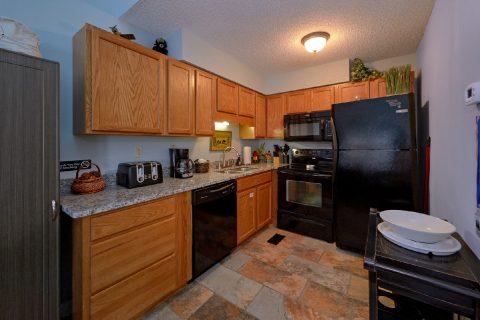 3 bedroom condo with Full Kitchen - Hearthstone